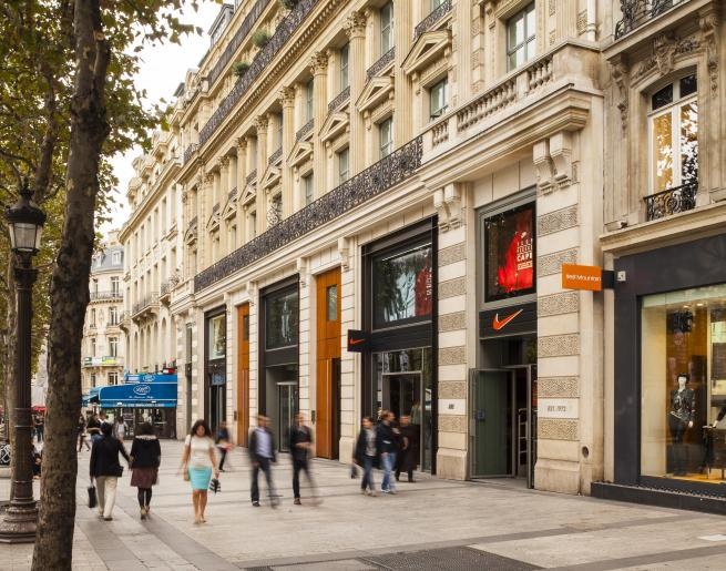 Champs Elysees shopping - All Luxury Apartments