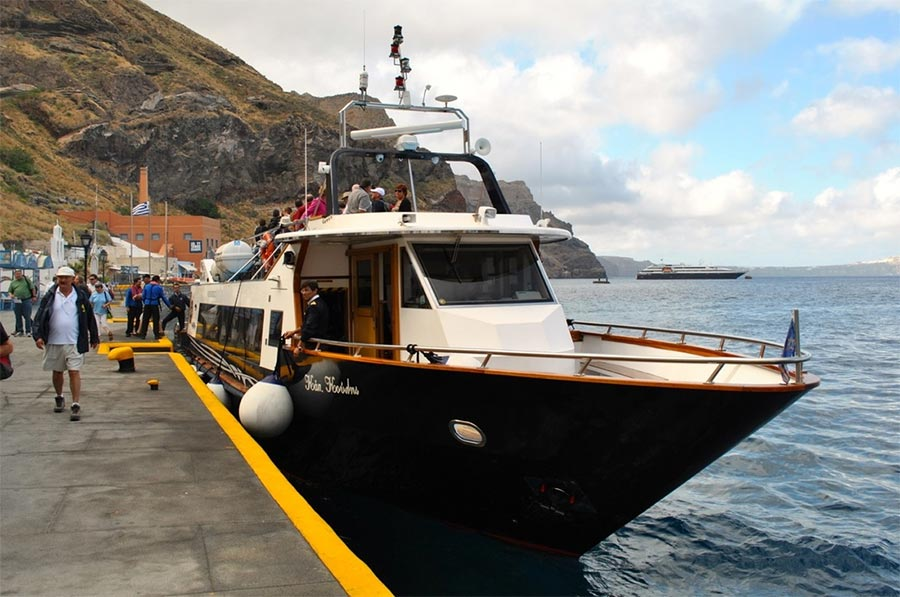 water taxi in Santorini - All Luxury Apartments