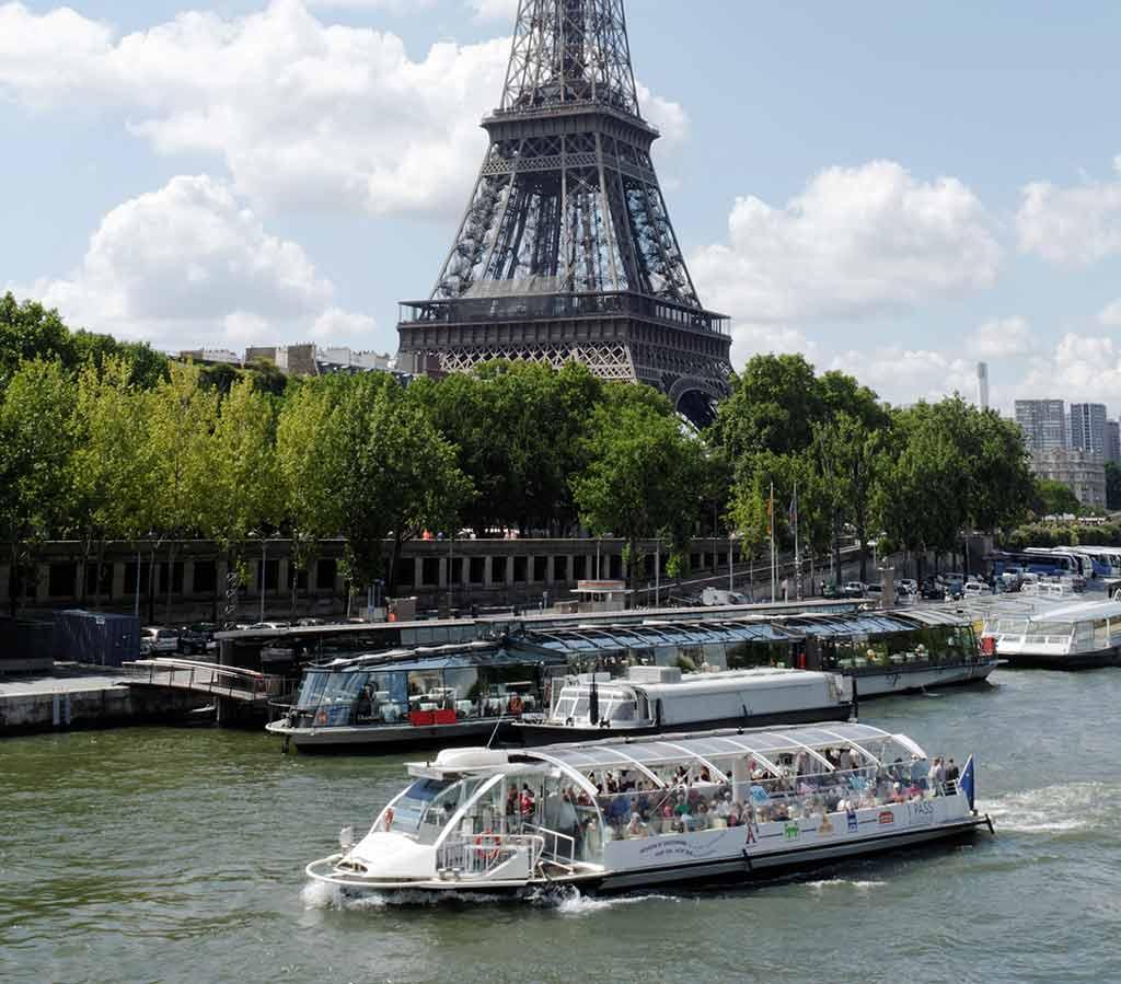 Batobus Paris - All Luxury Apartments