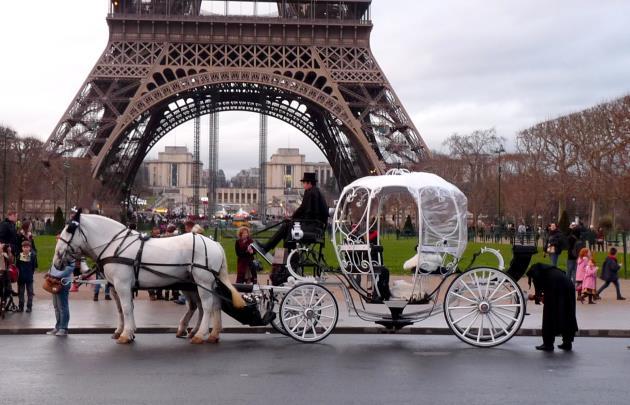 Paris carriage rides - All Luxury Apartments