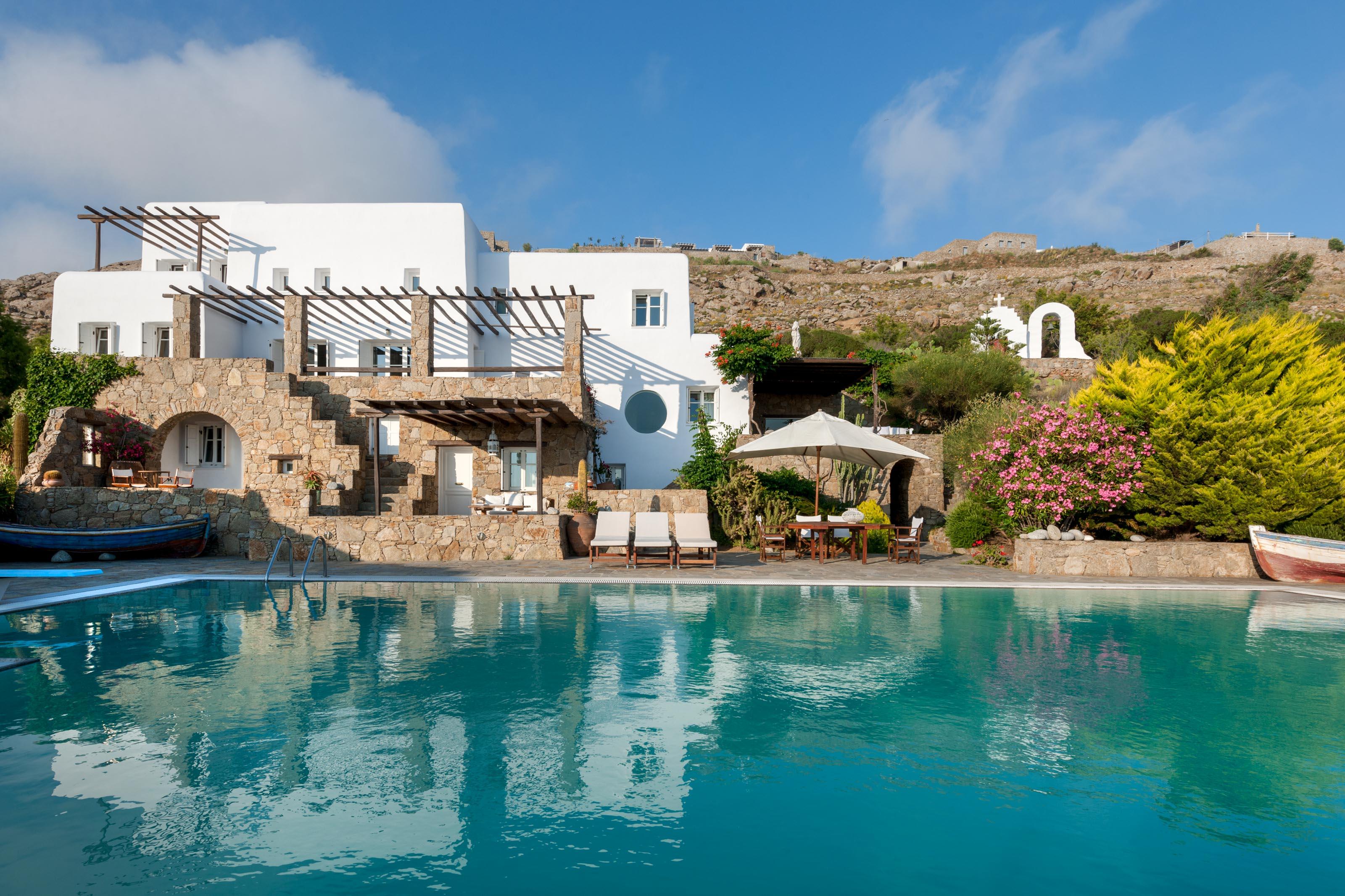 World-Class Luxury Villas in The Greek Island of Mykonos for Large Groups