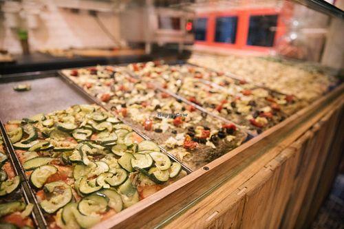 12_best_pizza_places_paris_hank_pizza_vegan