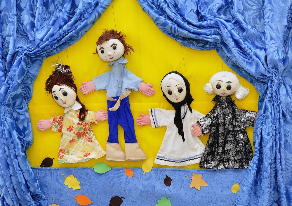How to Set Up a Puppet Show at Home for Your Kids