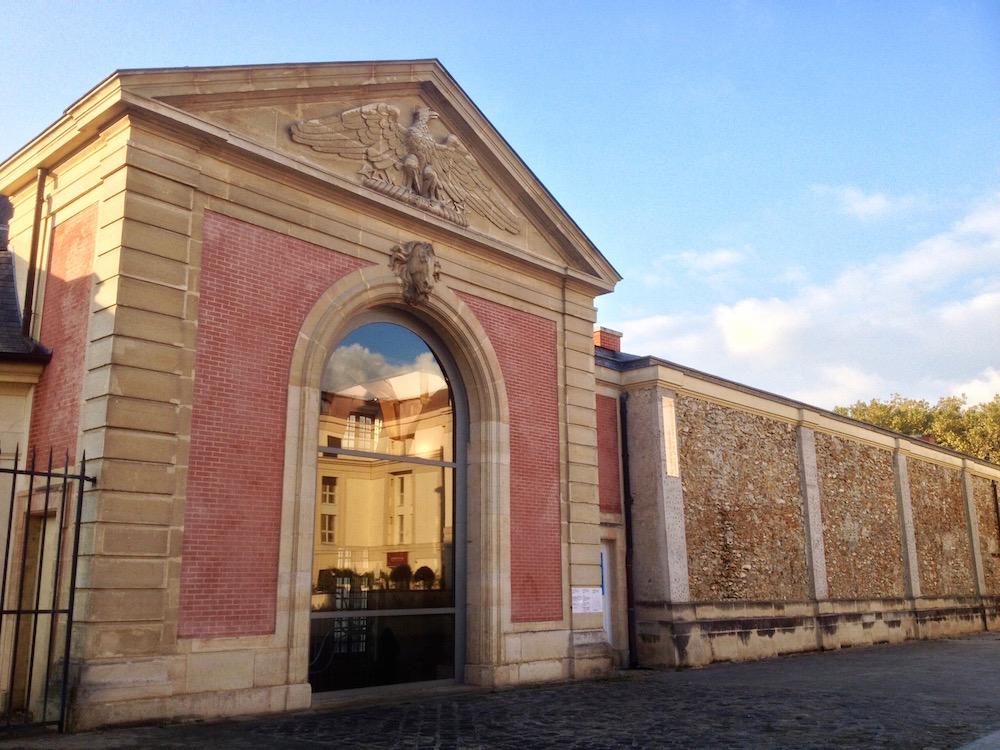 Top Five Galleries in Paris to Show International Diplomats
