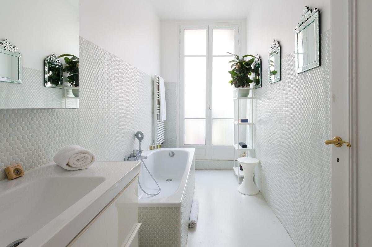 10 Paris apartments with luxurious bathrooms