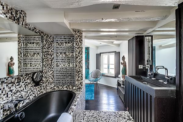 10 Paris Apartments with Luxurious Bathrooms