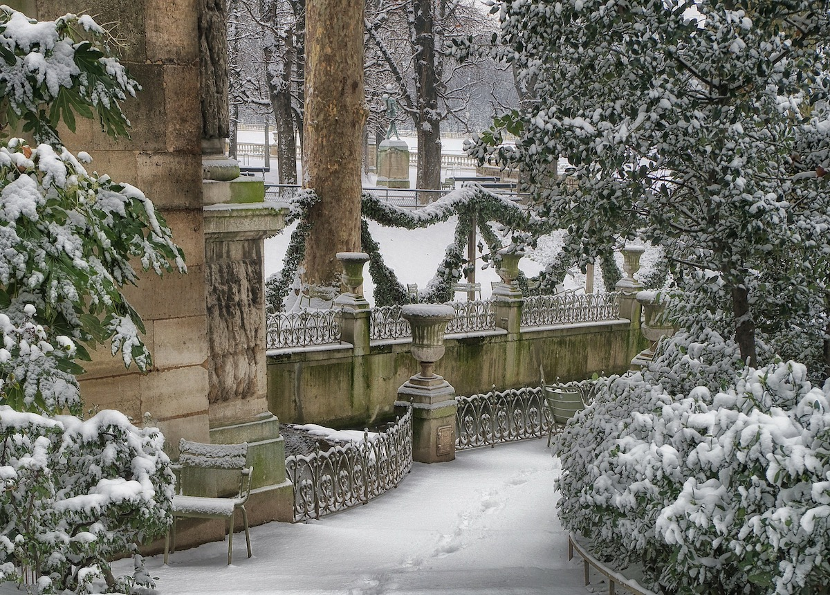 What To Remember When Visiting The Paris Parks During Winter