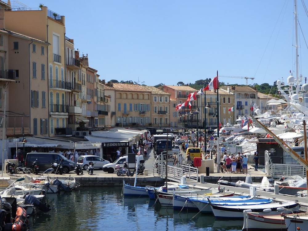 Chartering Yachts in Saint Tropez: What To Know