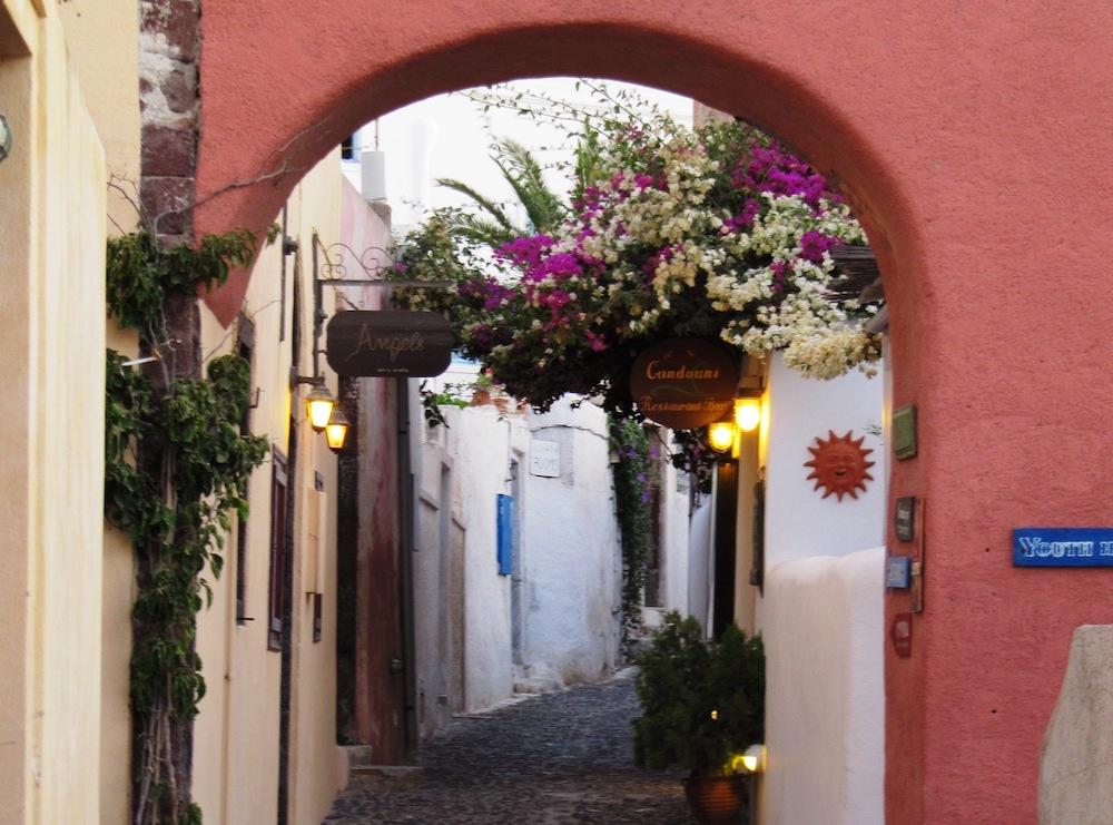 The Best Foodie Hotspots in Santorini