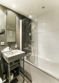 nice bathroom with tub in Cannes Apartment Festival II luxury home