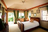 pristine bedding in New Providence Serendip Cove luxury vacation rental