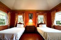 crisp bedroom linens in New Providence Serendip Cove luxury vacation rental