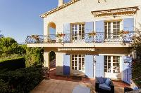awesome exterior of Cannes Villa Les Terrasses luxury apartment