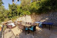 awesome outdoor dining at Cannes Villa Les Terrasses luxury apartment