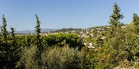 lovely and lush surroundings of Cannes Villa Les Terrasses luxury apartment