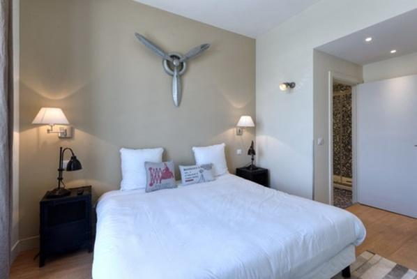 fresh and clean bedroom linens in Cannes Apartment Starlette II luxury home