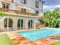 incredible exterior of Cannes Villa L'Autre Temps luxury apartment