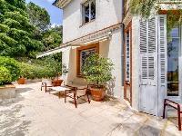 awesome patio of Cannes Villa L'Autre Temps luxury apartment