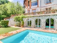 awesome swimming pool of Cannes Villa L'Autre Temps luxury apartment