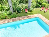 relaxing swimming pool of Cannes Villa L'Autre Temps luxury apartment