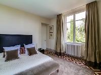 serene bedroom of Cannes Villa L'Autre Temps luxury apartment