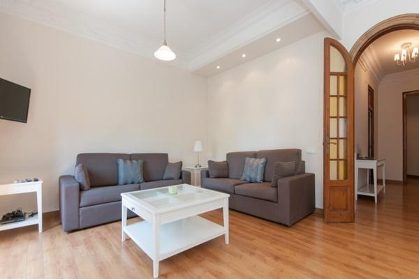 beautiful Barcelona - Paseo de Gracia 4BR luxury apartment and holiday home