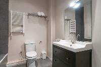 fresh and clean bathroom in Barcelona - Contemporary Ramblas 2BR luxury apartment