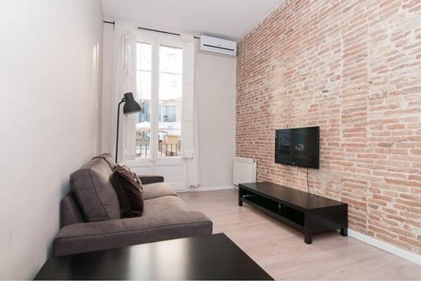 well-appointed Barcelona - Contemporary Ramblas 2BR luxury apartment