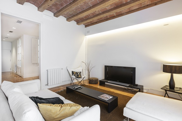 amazing Barcelona - Modern Ramblas 2BR luxury apartment and holiday home
