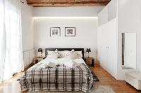 lovely Barcelona - Modern Ramblas 2BR luxury apartment