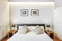 clean and fresh bed sheets in Barcelona - Modern Ramblas 2BR luxury apartment