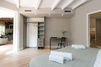chic Barcelona - Sant Antoni Market 3BR luxury apartment