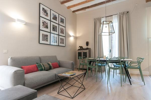 nice Barcelona - Sant Antoni Market 3BR luxury apartment and holiday home