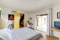 fresh and clean bedding in Corsica - Villa Algajola luxury apartment