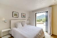 immaculate bed sheets in Corsica - Villa Algajola luxury apartment