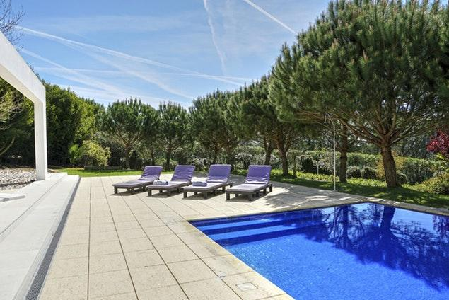 awesome swimming pool of Lisbon - Villa Belas luxury apartment and vacation rental