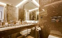 clean and fresh bathroom in Lisbon - O Tejo luxury apartment and vacation rental