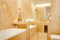 fresh and clean bathroom in Lisbon - O Tejo luxury apartment and vacation rental