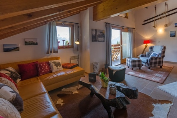 neat Luxury Apartment Les Frères holiday home and vacation rental