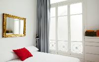 pristine pillows and bed sheets in Barcelona - Sant Pere Modernist 2 2 luxury apartment