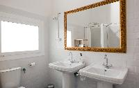 fresh and clean bathroom in Barcelona - Sant Pere Modernist 3 1 luxury apartment
