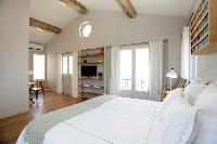 clean and crisp bedroom linens in Cannes - Villa Le Pontiel luxury apartment