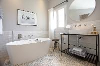 nifty freestanding tub in Cannes - Villa Le Pontiel luxury apartment