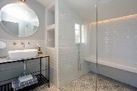 refreshing shower in Cannes - Villa Le Pontiel luxury apartment