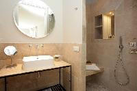 contemporary bathroom in Cannes - Villa Le Pontiel luxury apartment
