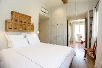 neat and fresh bedding in Cannes - Villa Le Pontiel luxury apartment