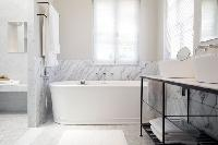 nice and nifty bathtub in Cannes - Villa Le Pontiel luxury apartment