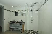 cool rain shower in Saint-Tropez - Vue Sereine Villa luxury apartment