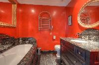 fantastic bathroom with tub in Saint-Tropez - Palm View Villa luxury apartment