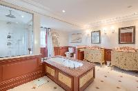 fabulous bathroom with tub in Saint-Tropez - Palm View Villa luxury apartment